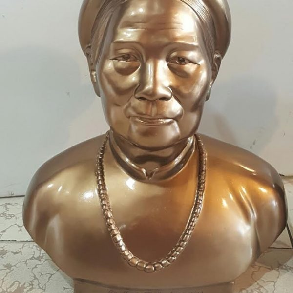 Đúc tượng đồng bán  thân cụ bà được taọ mẫu theo yêu cầu cuả khách hàng .tượng cj bà đúc đồng đỏ nguyên khối đường nét đẹp thờ cúng để đời cho con cháu về sau