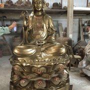 Đúc tượng phật đồng thờ cúng trong chùa câu tài lộc may nắm làm ăn tượng phật bằng đồng đúc công nghệ thủ công đường nét đẹp thờ cúng tâm linh . đúc  tượng phật bằng đồng