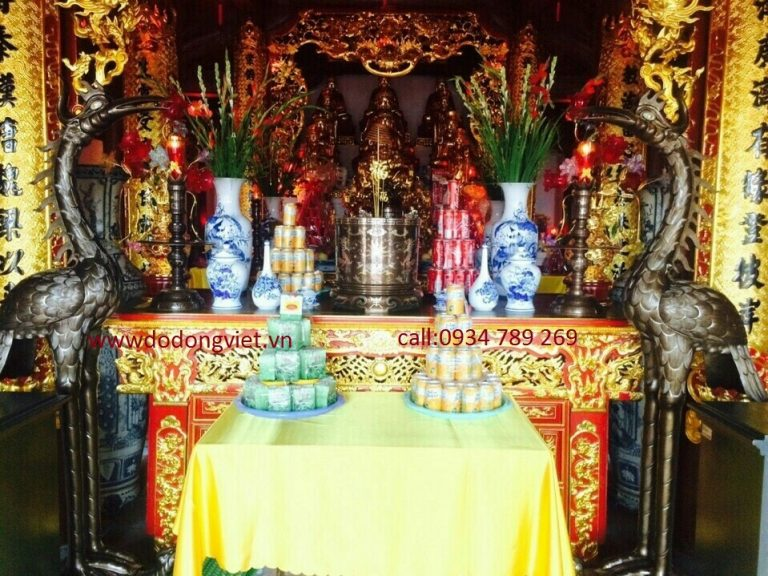Đôi hạc thờ cúng bằng đồng .với hình ảnh đứng trên mai rùa