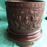 Bát hương đồng sử dụng cho các bàn thờ lớn hoặc làm đồ cúng tiến vào đền