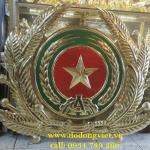 .Điểm nhấn của chiếc huy hiệu công an đó là hình ngôi sao ở chính giữa