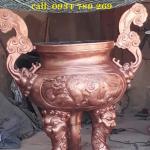 lư hương đồng được đúc theo công nghệ thủ công truyền thống đúc hình mắt cua mẫu cổ rất tinh xảo thờ cúng trong các đền chùa nhà thờ họ .lư hương đồng thờ cúng