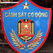 Logo cảnh sát cơ động được chạm đồng nổi 3d đường  nét rất tinh xảo .chạm logo đồng theo yêu cầu nhận làm tranh đồng mỹ nghệ đồ đồng việt .chạm logo cảnh sát cơ động.