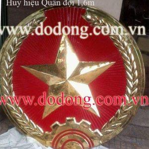 Nhận làm huy hiệu quân đội được chạm đồng dày 1 ly được sơn màu phủ bóng bảo vệ chống oxi hóa chạm.huy hiệu bằng đồng kích thước theo yêu cầu của khách hàng quốc huy bằng đồng