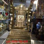 Bộ ngai thờ bằng đồng chạm đồng vàng hoa văn mẫu cổ theo truyền thống được chạm rồng phượng rất tinh xảo và sắc nét đồ thờ cúng bộ ngai thờ chạm đồng