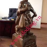 Tượng Trần Hưng Đạo bằng đồng tam khí cao 70cm - Tượng đồng quốc công tiết chế Hưng Đạo Đại Vương Trần Quốc Tuấn bằng đồng đỏ khảm tam khí cao 70cm