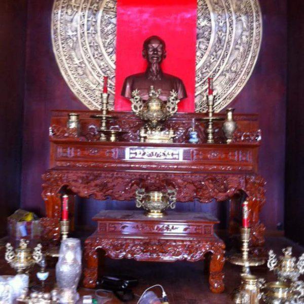 ngận đúc  tượng bác hồ bằng đồng đỏ hoặc đồng vàng kích thước theo yêu cầu của quý khách .đúc tượng bác hồ  làm quà tặng  lưu niệm cho các ban ngành lãnh đạo nhà nước .