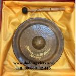 Đúc chiêng đồng quà tặng lưu niệm .được đúc theo công nghệ thủ công thủ công truyền thống . chiêng đồng quà tặng mang lại văn hóa lịch sử việt nam