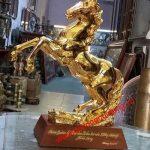 Tượng ngựa đồng mạ vàng làm quà Tặng Ngựa đồng cho người tuổi Ngọ